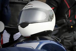 como evitar que se empañe el casco